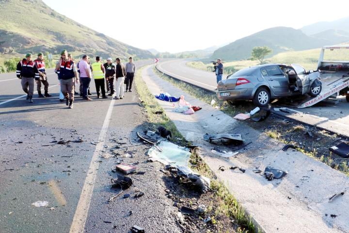 Trafik kazasında 1 kişi hayatını  kaybetti 2 kişi yaralandı