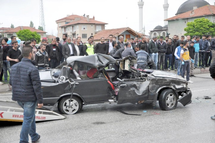 Feci kazada 2 kişi hayatını  kaybetti 2 kişi yaralandı