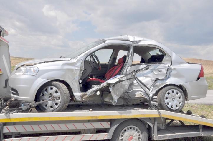 Trafik kazasında 1 kişi hayatını  kaybetti 3 kişi yaralandı