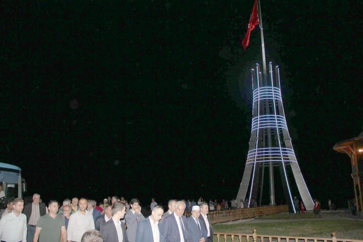 Şanlı Bayrak Anıtında Türk Bayrağı  15 Temmuz'da göndere çekildi