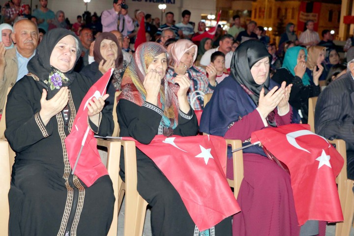 Şehit yakınları Cumhurbaşkanı  Erdoğan'a Türk bayrağı gönderdi