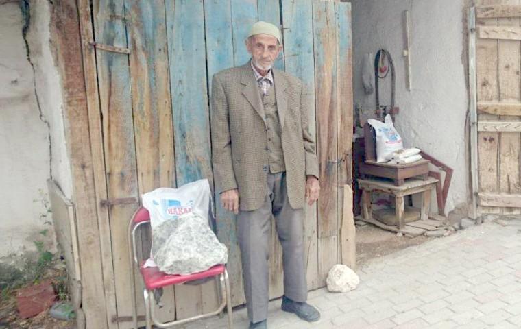 Yozgat kaya tuzunu Kütahya'da satıyor