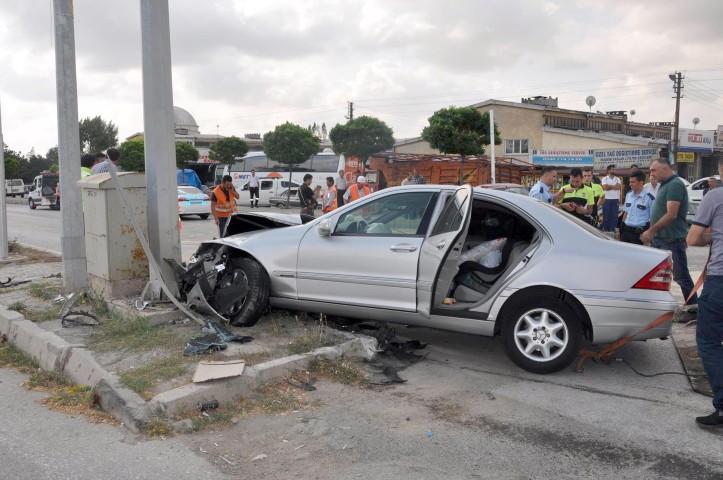 İki otomobil çarpıştı  8 kişi yaralandı