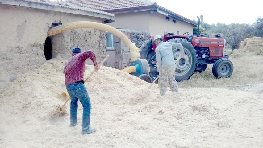 Saman sıkıntısı çeken çiftçiler saman  balyasını 5 TL'den satın alıyor