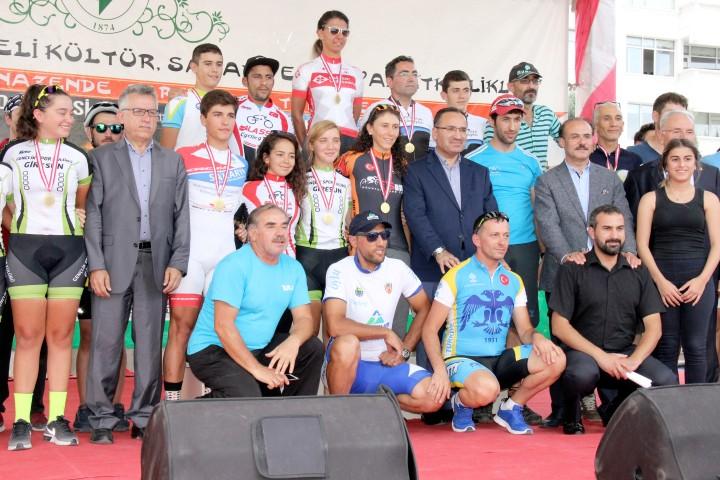 Bozdağ, Ulusal Dağ Bisikleti  Yarışması ödül törenine katıldı