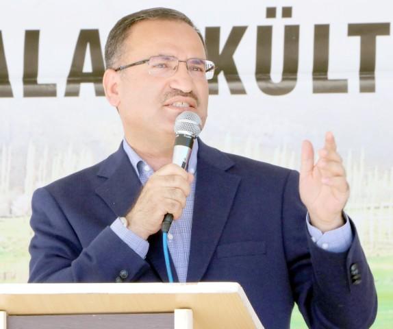 Başbakan Yardımcısı Bozdağ: Türkiye'de  mücadelenin yolu Hans'ın desteğinden geçmiyor