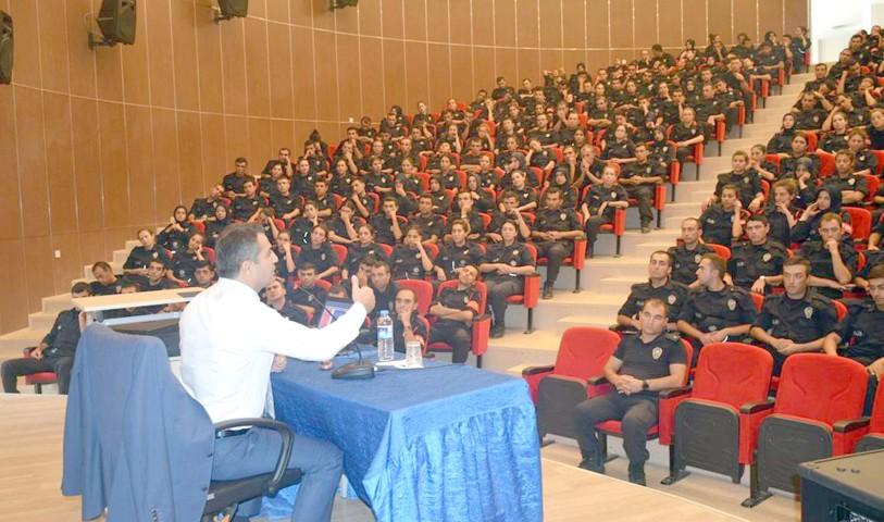Kaymakam Altınpınar, POMEM'de konferans verdi