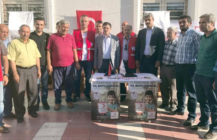 Milletvekili Başer'den Kızılay'a kurban bağışı