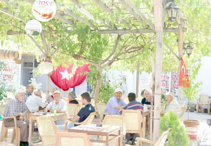 Aynalı Kahve 50 yıldır kapılarını müşterilerine açıyor