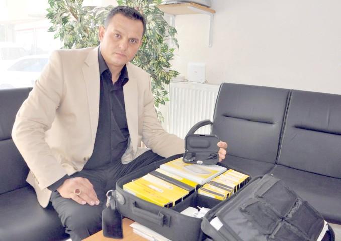 Güvenlikten Adana'daki  muhtaç aileye işitme cihazı