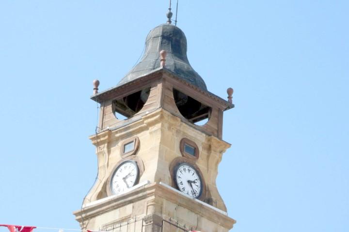 Tarihi Saat Kulesi  ilgisizlikten durdu