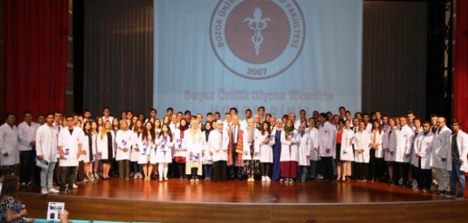 Bozok'ta 65 Tıp Fakültesi  öğrencisi beyaz önlüklerini giydi