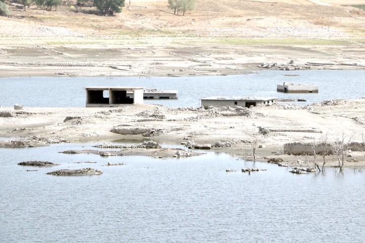 Sular çekildi köy  ORTAYA ÇIKTI