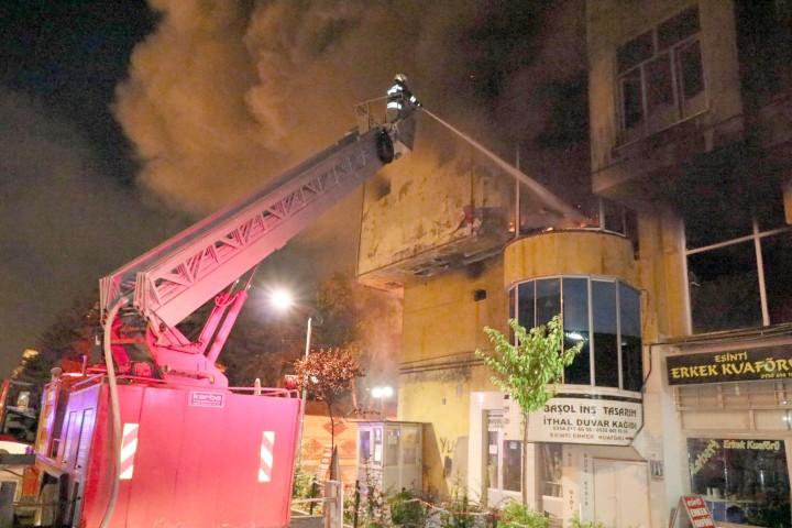 Abide İş Hanında  çıkan yangın korkuttu