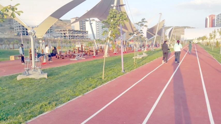 Vatandaşlar, Kent Park ve Spor  Vadisine spor için gidiyor