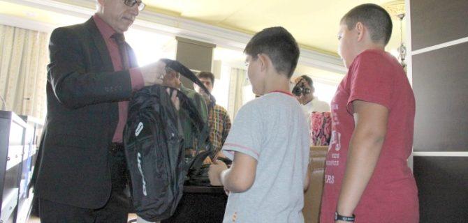 Belediye'den öğrencilere  kırtasiye malzemesi desteği