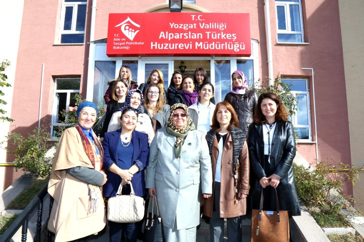 Bozok Üniversitesinden huzurevi ziyareti
