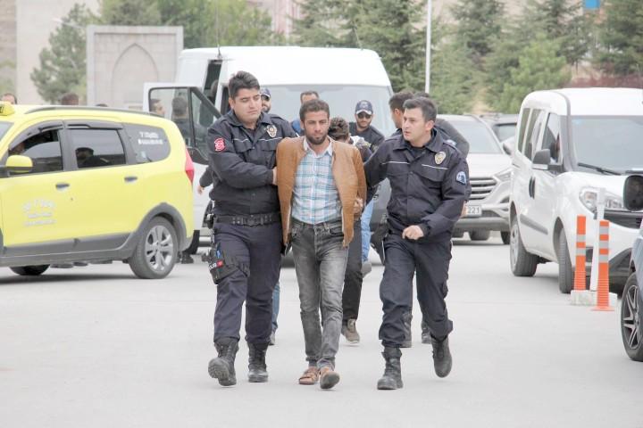 Yakalanan 4 DEAŞ'lı  sınır dışı edildi