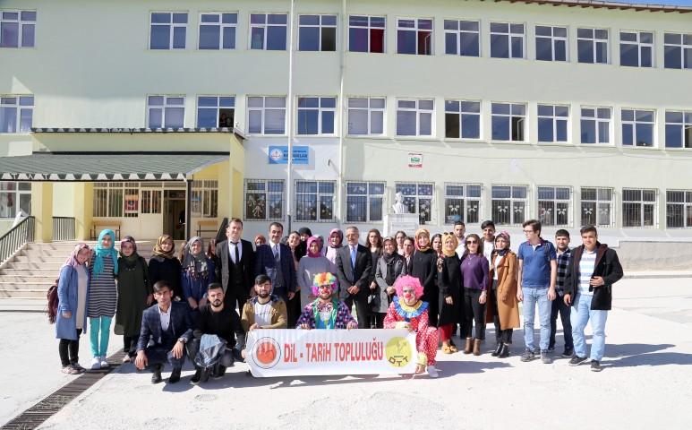 Bozok Üniversitesinden Konuklar  Kasabasına Zenginleştirilmiş Kütüphane
