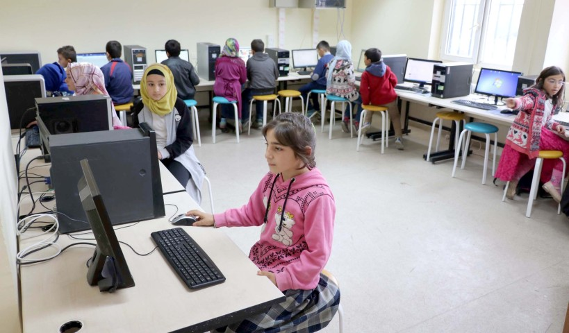 Köy okullarına teknoloji sınıfı kurulmaya devam ediyor