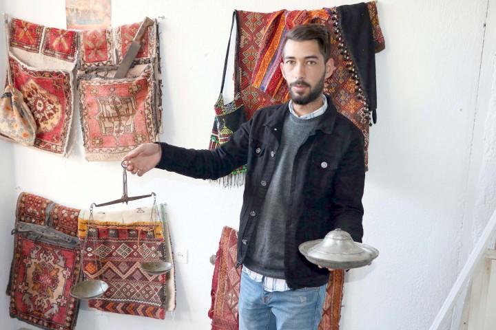Yozgat'ın kültür değerlerini  işyerinde sergiliyor
