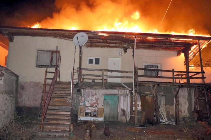 Yozgat'ta tandır ateşi 3 evi yaktı