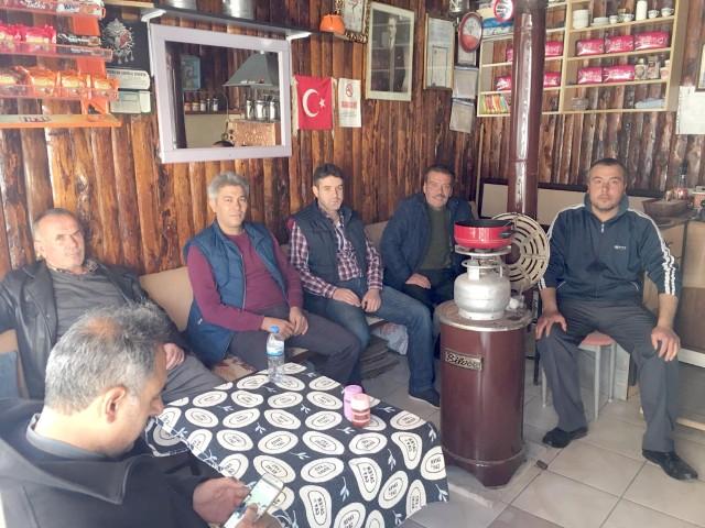 Çandırlılar sabah namazıyla  birlikte çay ocağını mesken tutuyor