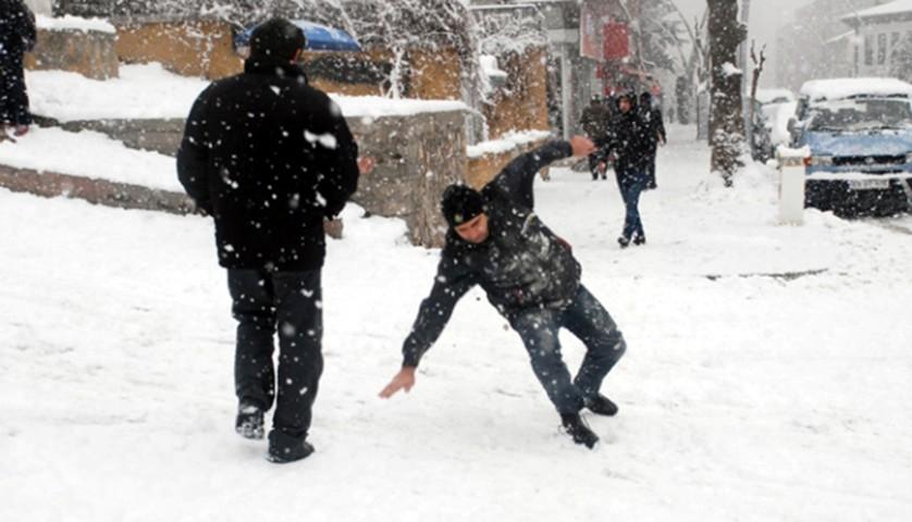 Kışın karda ve buzda kayıp düşmelere dikkat