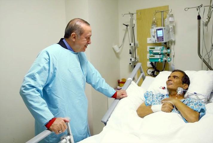 Dünya Şampiyonu Süleymanoğlu'nu binlerce seveni uğurladı