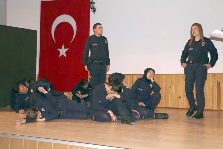 POMEM öğrencileri tiyatroda  hünerlerini sergiledi