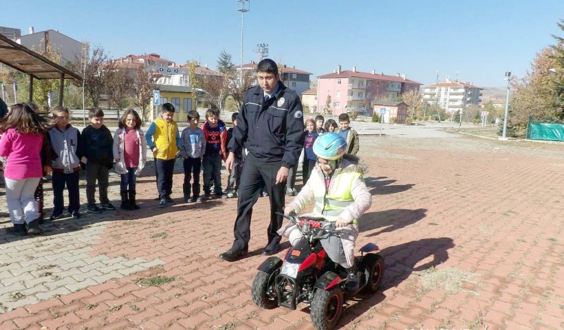 Öğrencilere trafik  kuralları anlatıldı