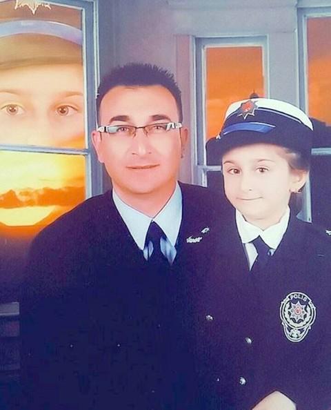 Polis kızının FETÖ Darbe girişimi  sonrası yazdığı şiir büyük beğeni topladı