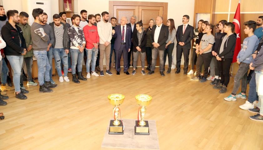 Şampiyonlardan Karacabey'e ziyaret