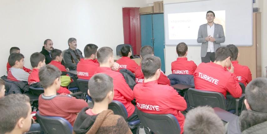 Güreşçilere teknoloji ve  madde bağımlılığı semineri