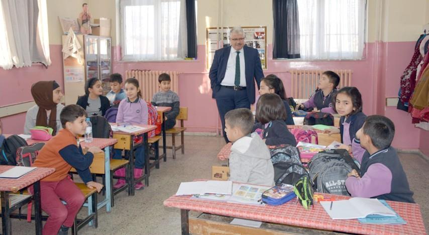 Yazıcı, okullarda incelemelerde bulundu