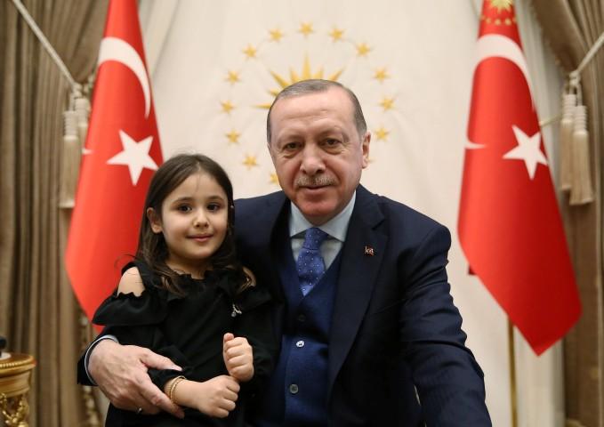 Cumhurbaşkanı Erdoğan, Irmak Ayşe'yi Külliye'de kabul etti