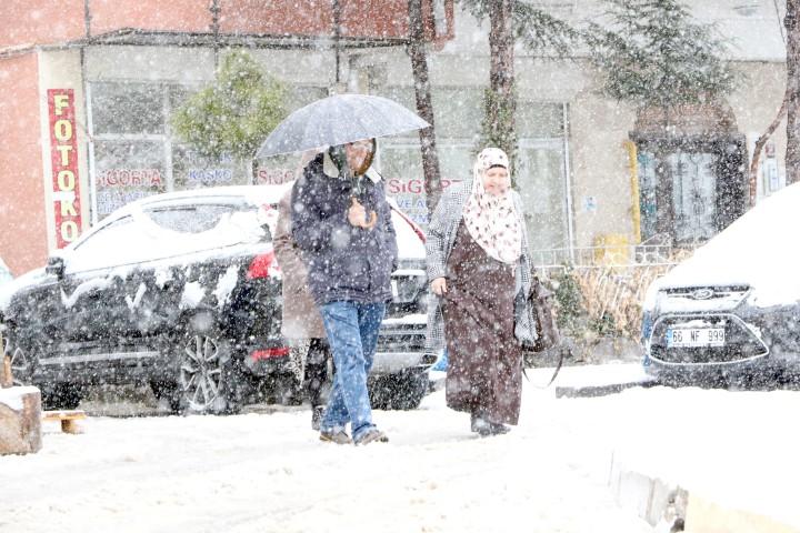 Kar yağışı Yozgat'ı beyaza bürüdü