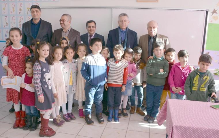 Başkan Arslan, Öğrencilere karnelerini dağıttı
