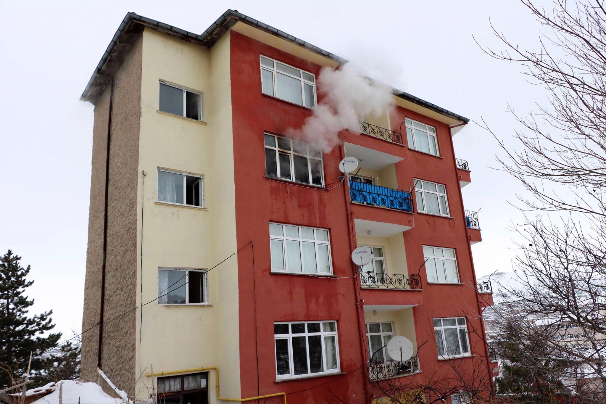 4. katta çıkan yangın korkuttu