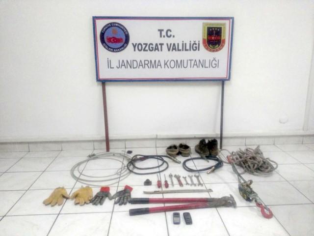 Kablo hırsızlığı yapan 2 kişi tutuklandı