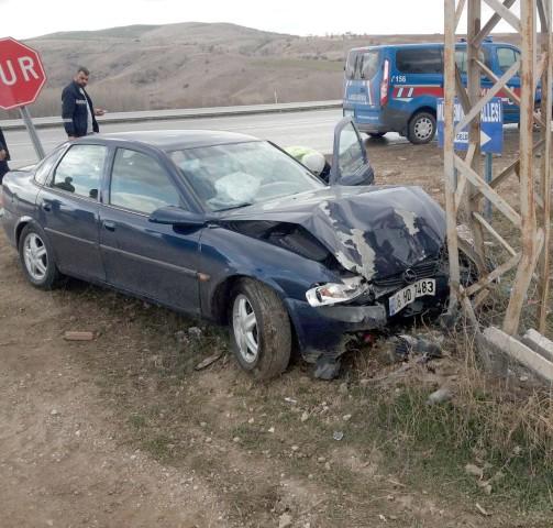 İki farklı trafik kazasında  1 kişi öldü, 2 kişi yaralandı