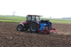 Köylerde nohut ekim hazırlığı