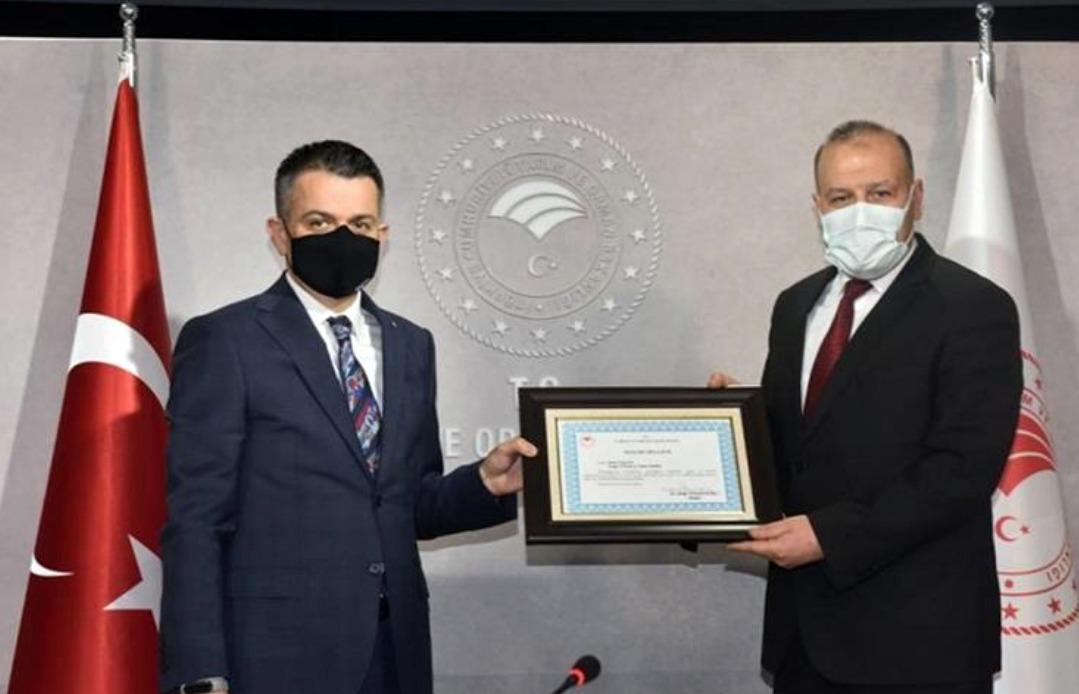 Pakdemirli'den Özkaya'ya başarı belgesi