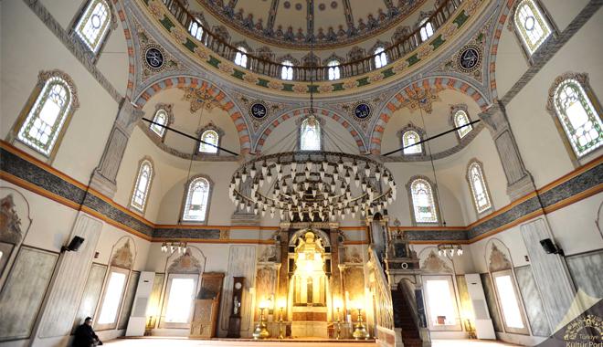 Bayram namazı camilerde kılınacak