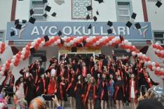 AYÇ'de mezuniyet töreni düzenlendi