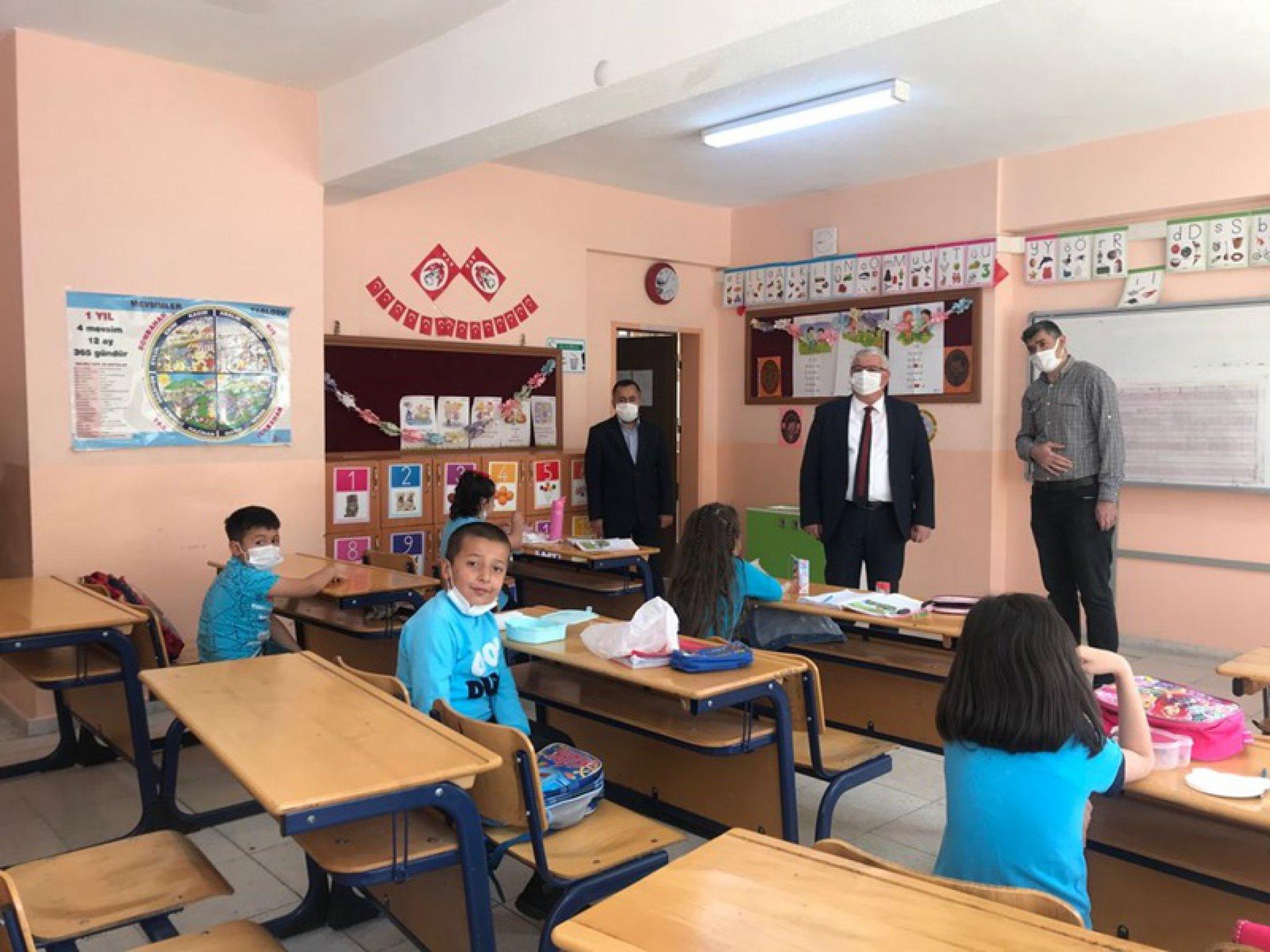 Yazıcı'dan minik öğrencilere ziyaret