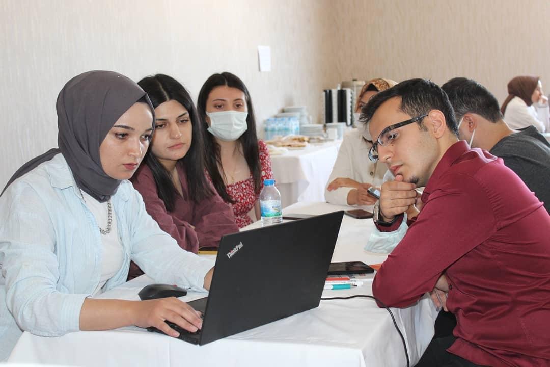 'Yeni nesil iş bulma stratejileri  ve mülakat teknikleri eğitimi'