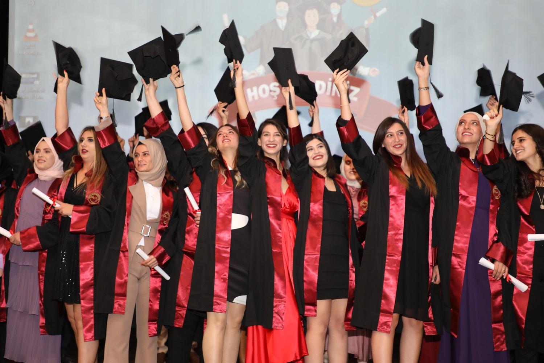 Bozok Üniversitesinde mezuniyet coşkusu devam ediyor