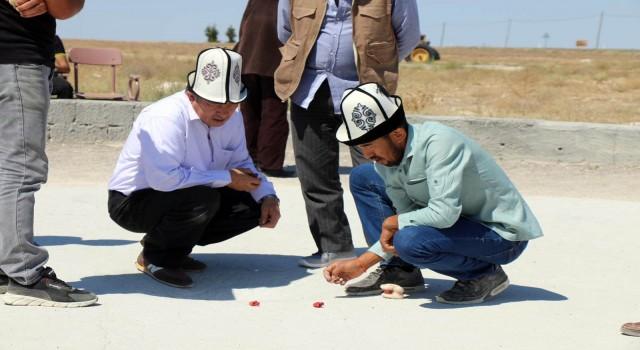 Kırgızlar 'aşık oyunu' geleneğini yaşatıyor
