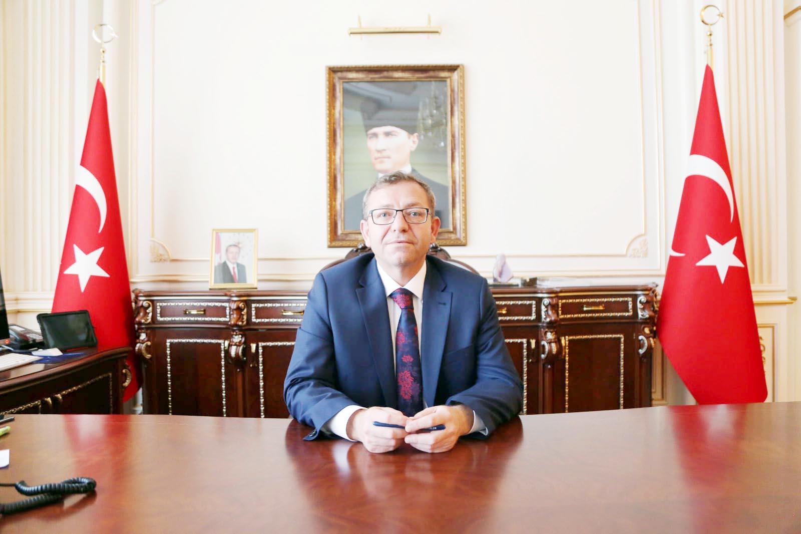 Vali Polat: 'Bağımsız yaşıyorsak, bunu  şehit ve gazilerimize borçluyuz'
